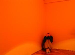 girl-in-orange-1-1431500-639x469