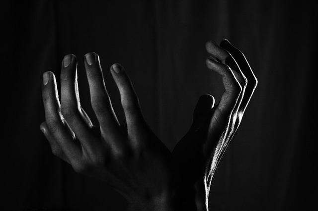 hands-2217668_640